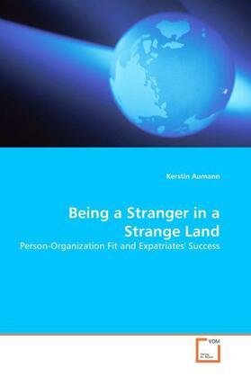 Being a Stranger in a Strange Land   Buch   sack.de